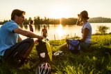 Badehandtuch, Picknick oder Grillkohle: Wasserdichte Packtasche sorgen bei jedem Wetter für trockenes Gepäck.