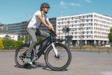 """Ein Lastenrad für Einsteiger bringt der belgische Hersteller Ahooga. Das """"Modular"""" hat einen Hinterradnabenmotor und führt den Akku im Unterrohr. Die weitere Ausstattung etwa mit Gepäckträgern ist variabel wählbar."""