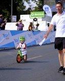 Jens Voigt mit vielleicht einem zukünftigen Fahrradstar.