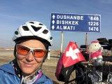 Die Schweizer Radabenteuerin Andrea Freiermuth ist mit dem E-Bike nach China unterwegs. Usbekistan hat sie bereits erreicht.