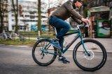 """Der """"Speedster"""" von Velotraum ist als Reiserad mit Rennlenker konzipiert und lässt sich individuell konfigurieren. Eine Alternative zu Dynamo-Lichtanlage stellt die neue Akku-Beleuchtung von Busch & Müller dar."""