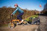 Bei Zugfahrrädern mit kleinen Laufrädern machen kürzere Deichseln das Gespann manovrierfähiger.