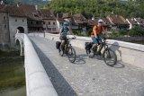 Pedelecs on tour: Entsprechend ausgestattete Pedelecs sind ausgezeichnete Tourenräder. Da können das Gepäck ruhig etwas schwerer, die Etappe etwas länger und der Anstieg etwas steiler ausfallen - solange noch Reserven im Akku sind ist alles drin.
