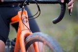 Seit die Scheibenbremse auch an Rennrädern Einzug gehalten hat, ist nurmehr die Gabel oder Rahmen der limitierende Faktor für die Reifenbreite.