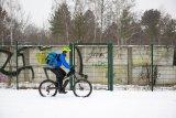 Auf Schnee gilt: Je breiter die Reifen, desto besser rollt man über die weiße Pracht hinweg.