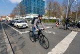 Radboxen vor Ampeln sind ein probates Mittel, um den klassischen Abbiegeunfall mit Autofahrern zu vermeiden.