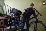 Ein beladenes Rad durch das Treppenhaus zu wuchten, gehört zu der Art von Herausforderung, auf die der Mensch gern verzichtet. Bei einem verlängerten Hinterbau potenziert sich das Problem.