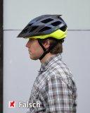 Deser Helm sitzt zu tief in der Stirn.