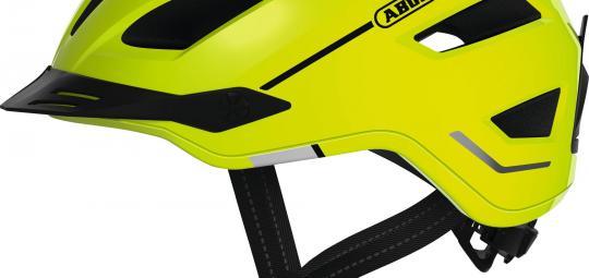 Mit der zunehmenden Nutzung von Pedelecs und schnellen S-Pedelecs kommen entsprechend angepasste Helme auf den Markt. Hier der Abus Pedelec 2.0 in Signalfarbe.