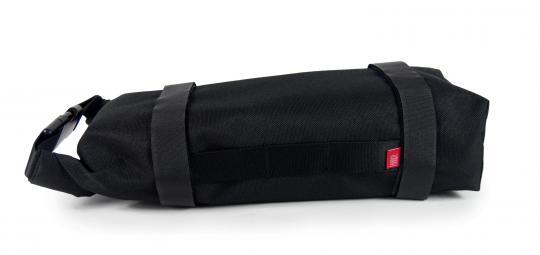 """Die """"Battery Bag"""" von Hersteller Fahrer Berlin ist als Schutz- und Transporthülle für den häufig mitgeführten Zweitakku gedacht: polsternde Neoprenhülle, wsasserdichtes Cordura, Befestigungsriemen für Gepäckträger oder Rahmenrohr."""