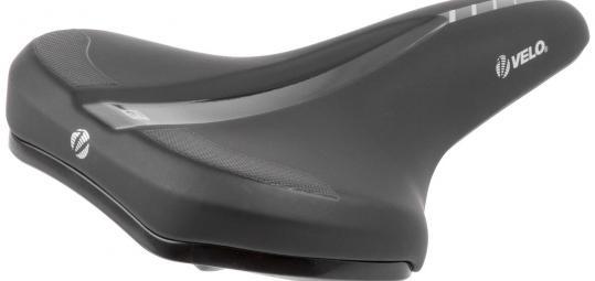 """Speziell für die Verwendung an E-Bikes entwickelte Sattelhersteller Velo das Modell """"Velo-Fit E1"""". Die leicht hochgezogene Hinterkante sorgt zusammen mit einem rutschfreien Bezug für mehr Halt; eine Griffmulde macht das Anheben des Fahrrads komfortabler."""