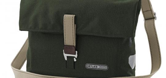 Schick, sicher und praktisch am Rad und über der Schulter: Kombi-Konzepte werden bei Radtaschen immer beliebter (hier das Modell Twin-City Urban von Ortlieb).