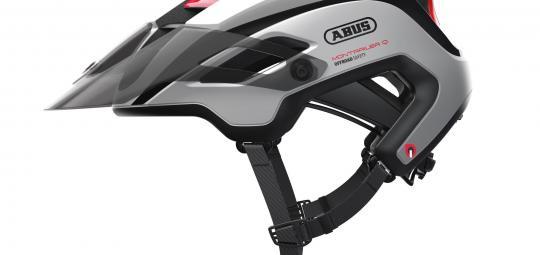 """Für sportliche Mountainbiker aus dem Enduro-Bereich hat Hersteller Abus den Fahrradhelm """"Montrailer"""" konzipiert. In der Variante Quin ist der Helm mit einem Bewegungssensor und Chip ausgestattet, der nach einem Sturz Kontakt zu einer selbst festlegbaren Rufnummer aufnimmt."""