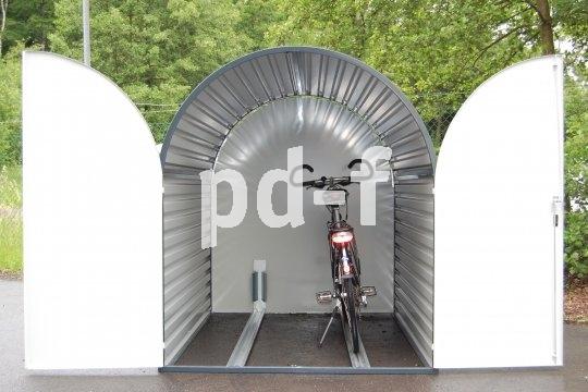 Was ist besser als eine Parkbox? Ganz klar, eine Doppel-Parkbox natürlich, in der der komplette Fuhrpark untergebracht werden kann.