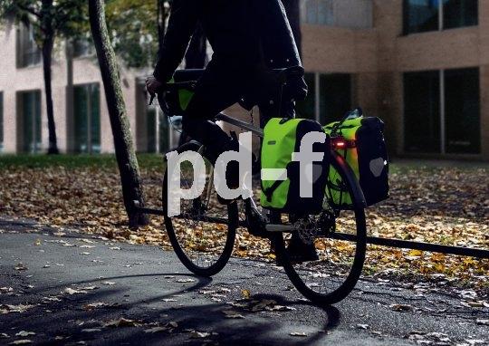 Die recht großen Seitenflächen von Fahrradpacktaschen können mit Farbe und Reflexionsfähigkeit einiges zur Sicherheit beim Radfahren beitragen.