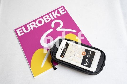 """""""Smartboy Plus"""" nennt SKS diese Smartphone-Tasche mit zusätzlichem Stauraum für wesentliche Kleinigkeiten. Sie kann ohne Werkzeug am Lenker befestigt werden und ist ab Frühjahr 2020 erhältlich."""