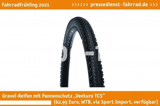 """Der leichte Gravel-Reifen mit Pannenschutz """"WTB Reifen Venture TCS 700C SG2"""" (62,95 Euro, WTB via Sport Import, verfügbar) schützt dank einer speziellen Nylon-Einlage vor Durchstößen und ist für den Gravel- und Bikepacking-Einsatz ausgelegt.  **Weitere Bilderdateien zu dieser Neuheit:** https://tinyurl.com/f7cgsvna  **Weitere Neuheiten hier in der Übersicht:** https://tinyurl.com/3pmfjmmc  **Link zur Neuheit auf der Herstellerseite:** https://tinyurl.com/26k6badd"""