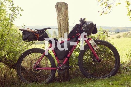 Taschen ans Rad und los geht's: Für einen Overnighter braucht es zwar etwas Gepäck, dieses ist aber praktisch am Rad in diversen Taschen zu verstauen.