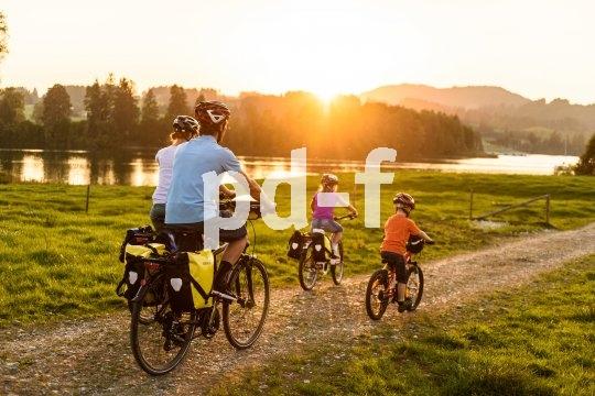 Für die Großen ein kleiner Ausflug, für die Kleinen ein großes Abenteuer: Radtouren gehören zu den Lieblingsfreizeitbeschäftigungen der Deutschen. Kinder lernen nicht nur ihre Umwelt kennen, sondern können auch relativ einfach eigenes Gepäck transportieren.