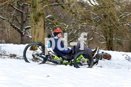 Ein bisschen Extrapower schadet nicht, wenn es mit dem Trike durch frischen Schnee geht. Solange die Pedalen nicht im Weiß verschwinden gehts voran.