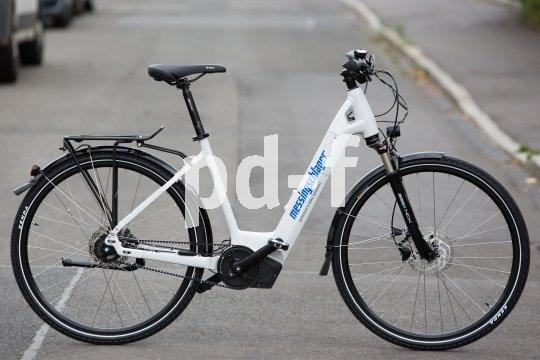 Pedelecs gelten im Straßenverkehr als Fahrräder, unterliegen aber bezüglich Herstellung und Produkthaftung anderen rechtlichen Rahmenbedingungen.