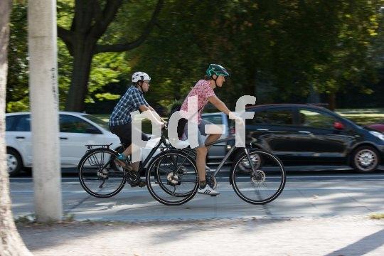 Autos stehen, Fahrräder fahren - die pedalgetriebene Fortbewegung schneidet in unseren Städten immer besser ab.