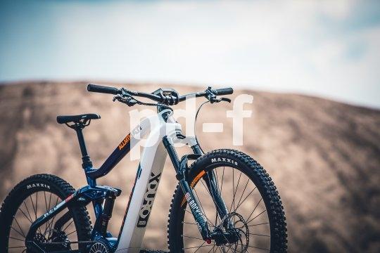 Das Angebot bei E-Mountainbikes entwickelt sich sehr dynamisch weiter. Die Firma Haibike integriert bei ihrer Modellserie Flyon sowohl Akku als auch Motor in den Carbonrahmen und verspricht intuitive Bedienbarkeit über ebenfalls integrierte Displays.