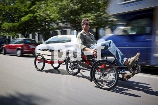 Mit dem Trike durch den Stadtverkehr? Warum nicht, denn die Sitzposition verschafft dem Fahrer einen guten Überblick darüber, was um ihn herum geschieht.