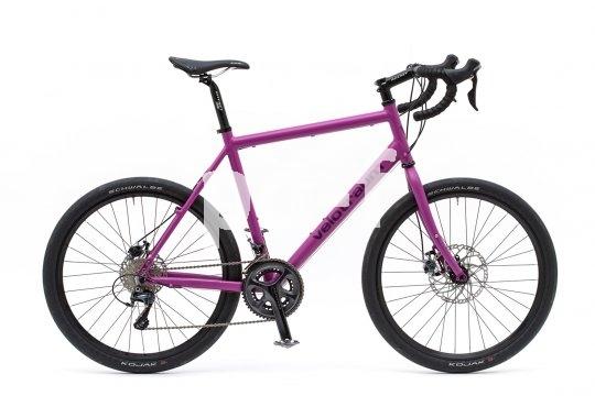 Geländegängige Rennräder sind stark im Kommen. Sie werden als Offroad-Trainingsgerät ebenso genutzt wie bei Radreisen, wo sie ein flottes Reisetempo auch auf Schotterstrecken erlauben.