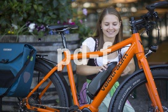 Zum Aufladen lässt sich der Akku an vielen E-Bikes einfach entfernen.
