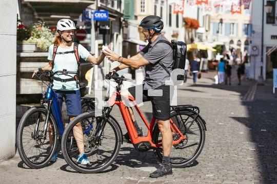 Vom Fahrradkeller direkt auf die Alm, und danach bis vor die Eisdiele: Pedelecs sind wie alle Fahrräder überall dabei und kennen keine Sperrzonen. Da kommt kein Auto mit.