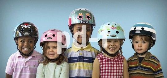 """Der Kinderhelm """"Little Nutty"""" von Nutcase ist in unterschiedlichen Designs erhältlich."""