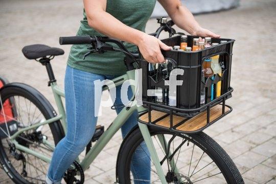 Ein Frontgepäckträger in Getränkekistengröße ist für viele Transportaufgaben ideal.
