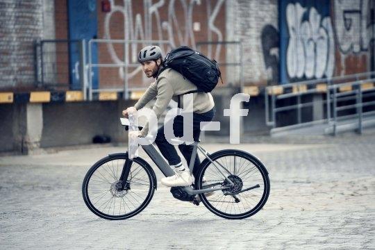 """Agiles Fahrverhalten, sportliche Sitzposition und aufgeräumte Optik - das sind die Kennzeichen des """"Roadster"""" von Riese und Müller. Jetzt kommt u.a. ein stärkerer Akku dazu."""