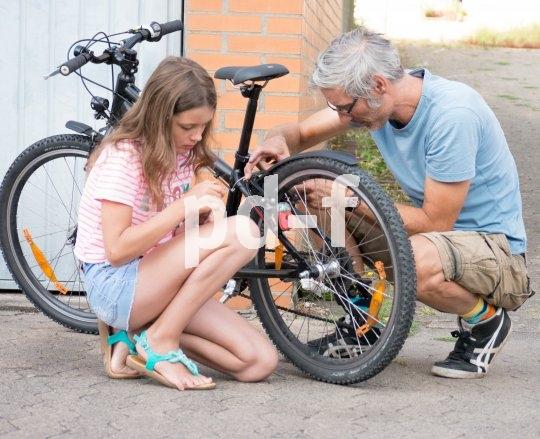 Das richtige Einstellen der Bremsen ist eine Aufgabe für Erwachsene.