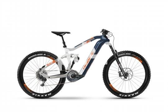 E-Mountainbikes entwickeln sich immer weiter. Die Firma Haibike integriert bei ihrer Modellserie Flyon sowohl Akku als auch Motor in den Carbonrahmen und verspricht intuitive Bedienbarkeit über ebenfalls integrierte Displays.