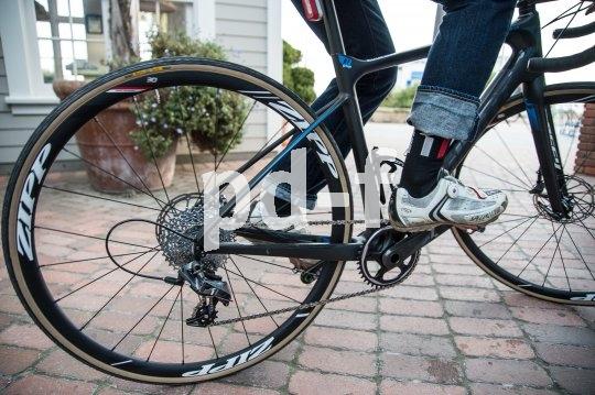 """Der neue Rennrad-Trend heißt """"Gravel Racing"""": eine etwas aufrechtere Sitzposition, breite Reifen für Naturstraßen, Scheibenbremsen und gerne auch ein 1x11-Antrieb."""
