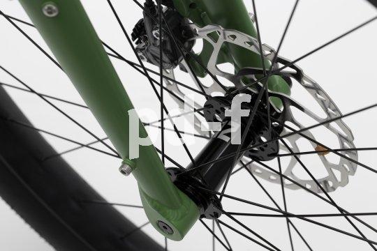 """Der süddeutsche Hersteller Velotraum bietet Fahrräder an, die sich individuell konfigurieren lassen. Dazu gehört auch der Reiserenner """"Speedster SP2E"""", ein Reise-Pedelec mit Mittelmotor, 500Wh-Akku, elektronischer Schaltung und Scheibenbremsen - wenn man das so will."""