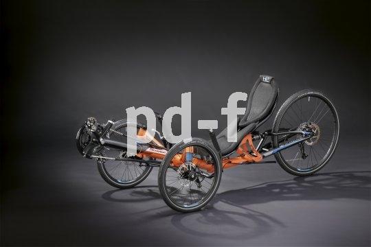 """Dreirädrige Liegeräder bieten ein überaus dynamisches Fahrerlebnis. Umso mehr gilt das für ein vollgefedertes Speed-Trike, wie es Hersteller HP Velotechnik mit dem """"Scorpion fs 26"""" im Programm hat."""