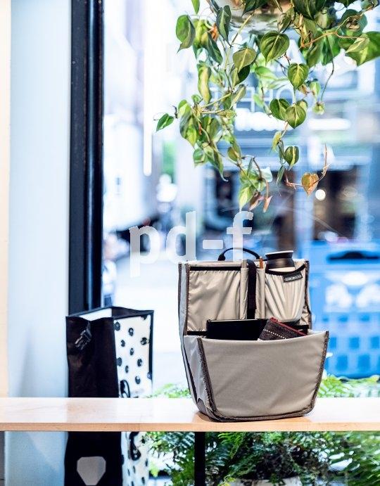 """Gepäcktaschenspezialist Ortlieb bietet mit dem """"Commuter Insert"""" einen genau in seine beliebten wasserdichten Taschen passenden Einsatz, der für Ordnung sorgen soll. Zahlreiche Taschen bieten Raum für z.B. Laptop, Kleidung, Proviant und Werkzeug."""