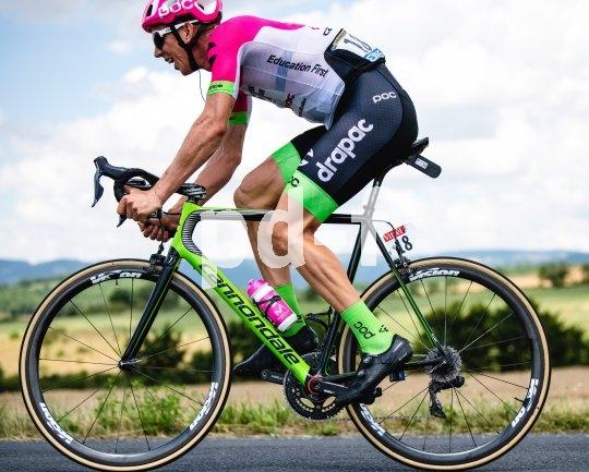 Zu Weihnachten den Sommer schenken, z.B. mit dem Team-Trikot von Cannondale aus dem Tour-de-France-erprobten EF-Drapac-Funktionsgewebe. Was für Profis gut ist, kann auch dem Amateur nützlich sein.