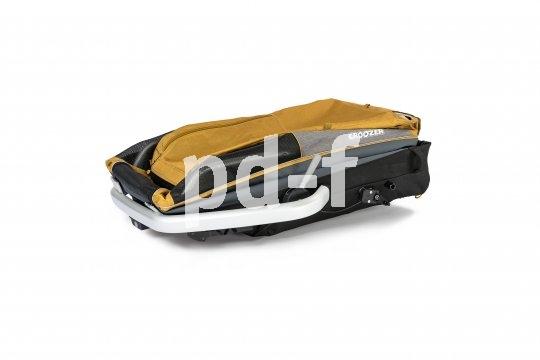 Lastenanhänger nehmen viel Platz ein, deshalb sind sie meist faltbar konzipiert, wobei die Räder innerhalb des Paketes Platz finden.