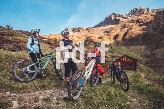 Bei all den fordernden Trail-Kilometern sollte auch immer genug Muße für einen intensiven Rundblick sein. Warum sonst über alle Berge biken?