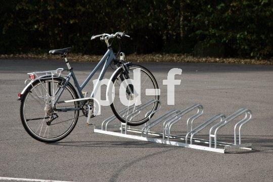 Die Laufradhalter einer Abstellanlage müssen hoch genug sein, um das Fahrrad sicher in der Senkrechten zu halten und Schäden an der Felge vorzubeugen.