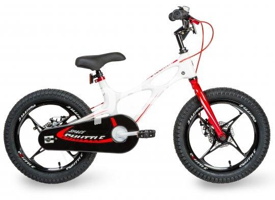 """Ein 16-Zoll-Rad für die Kleinen, ausgestattet mit Scheibenbremsen, weil die auch von Kinderhänden gut zu dorieren sind (Modell """"Space Shuttle"""" von Royal Baby)."""