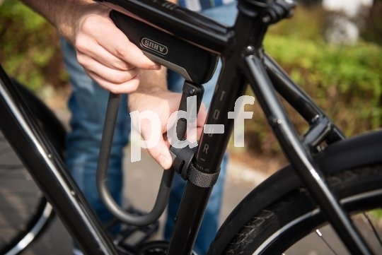 Fahrphysikalisch ist diese Positionierung des schweren Bügelschlosses während der Fahrt ideal. Nachteil: weniger Platz für Flaschenhalter.