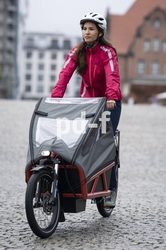 Lasträder mit E-Unterstützung und Wetterschutz machen viele Transportaufgaben lösbar. Dabei machen sie Spaß, und auch dem Auge wird etwas geboten.