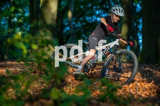 So ein Mountainbike für Kinder bzw. Jugendliche bietet jede Menge Herausforderungen, an denen es sich prima wachsen lässt.