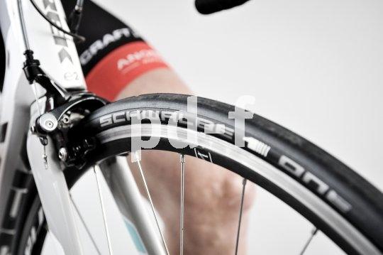 Hochwertige Rennradreifen vereinen scheinbar widersprüchliche Eigenschaften: Sie sind gleichzeitig leicht und pannensicher, haftstark und abriebfest.