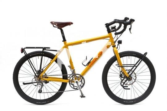 Zahlreiche Fernreisende schätzen die Sitzposition auf dem Rennrad und die vielfältigen Griffmöglichkeiten des Rennlenkers. Reiserennräder sind daher sehr beliebt.